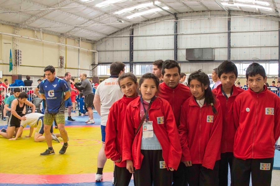 Los protagonistas de esta aventura: Analía Gareca, Yuliana Condori, Vanesa Acosta, Luis Calizaya y Bruno Cañizares.