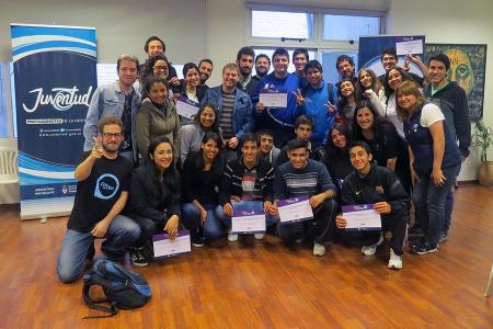 Jóvenes participantes al taller de podcast