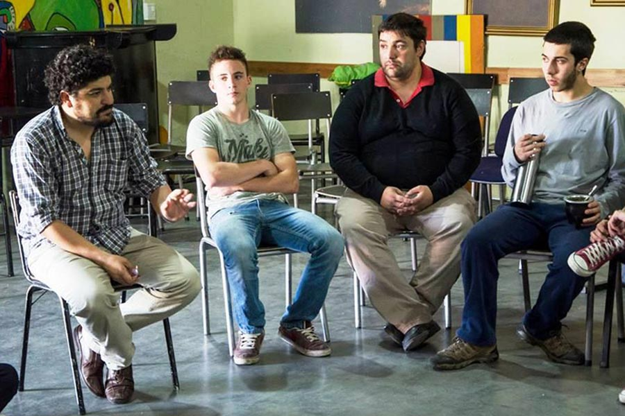 jóvenes que participaron del taller de violencia de género