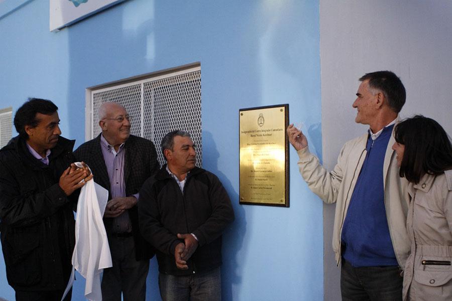 Carlos Castagneto en la inauguración del cic en Ranchos.