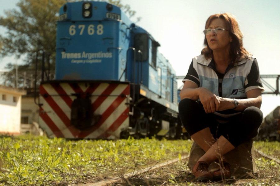 """""""Sobre rieles"""" narra la historia de un tren que brinda servicios sanitarios y sociales."""