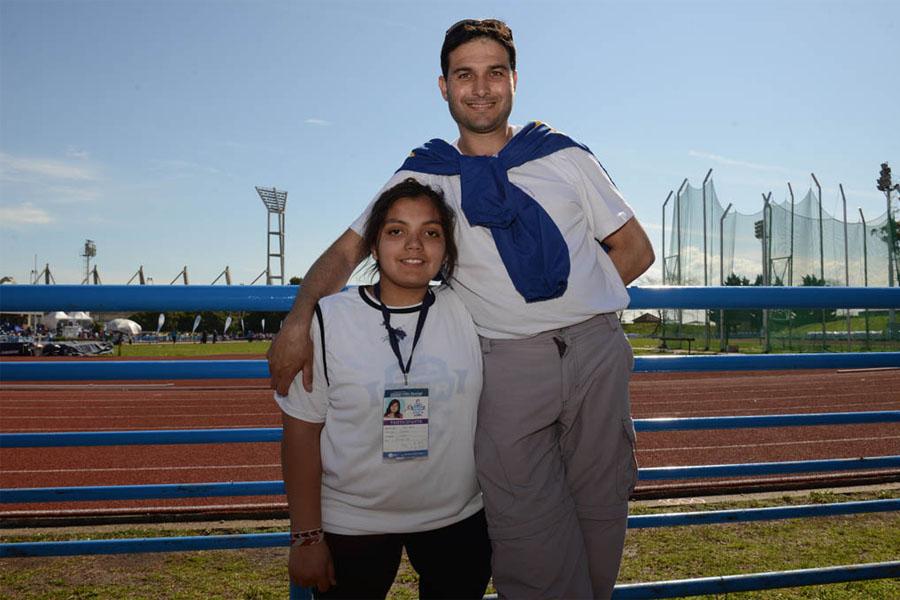 Micaela junto a su entrenador Maximiliano Ferreira.