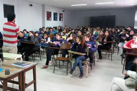 Estudiantes de Rafaela se capacitaron sobre noviazgos sin violencia.