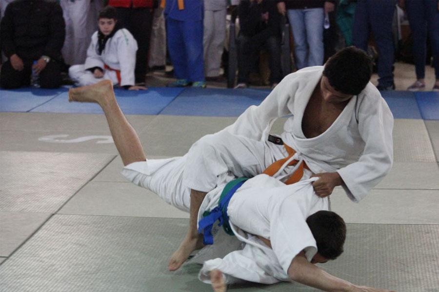 Practica judo hace 3 años en San Salvador.