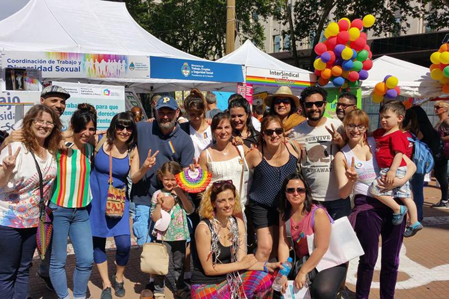 Más de 100 mil personas se reunieron para celebrar la XXIV Marcha del orgullo LGBTIQ.