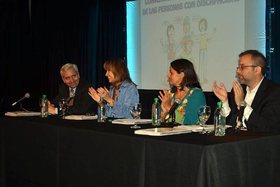 La convención que se presentó tiene el formato de historieta.