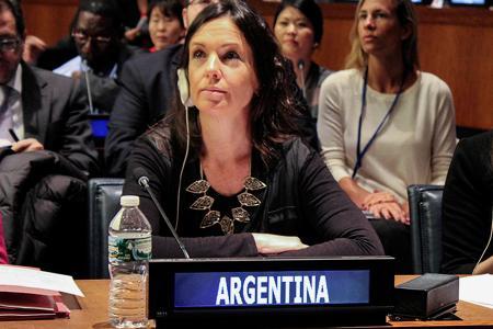 Carolina Stanley durante su  exposición en la ONU.