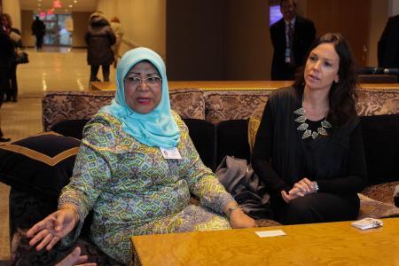 Carolina Stanley junto a su par de Malasia, Rohani Abdul Karim.