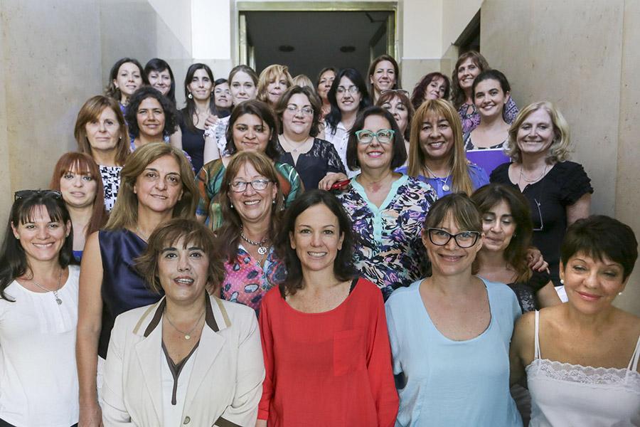 Carolina Stanley junto a las consejeras de cada Área Mujer provinciales.