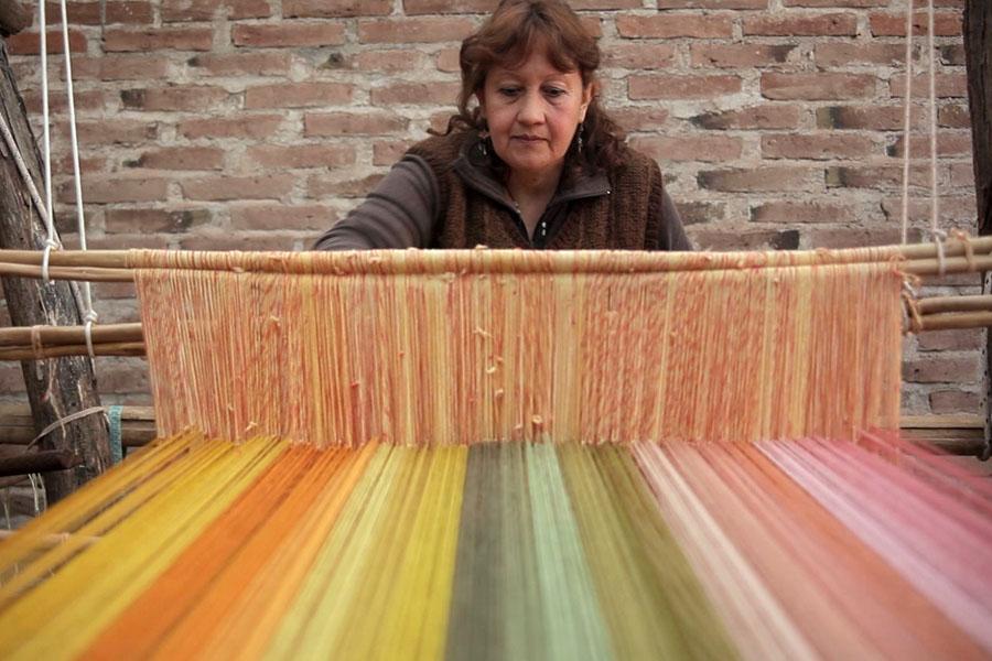 Todos los tejidos llevan los colores de tinturas de origen vegetal.