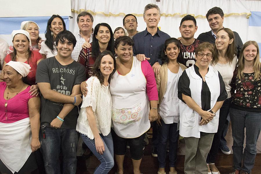 Macri, Vidal y Stanley junto a los trabajadores del Centro Comunitario Renuevo.