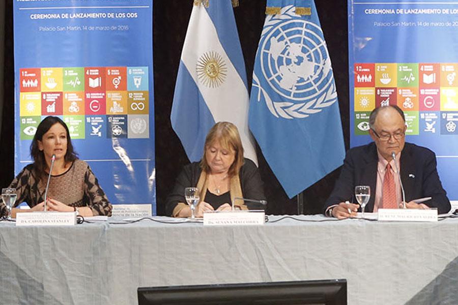 Carolina Stanley junto a Susana Malcorra y René Valdés.