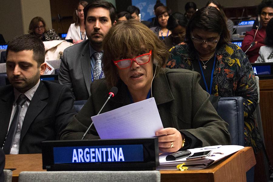 Fabiana Tuñez durante su discurso en la 60ª sesión de la Comisión de la Condición Jurídica y Social de la Mujer en la sede de la ONU en Nueva York.