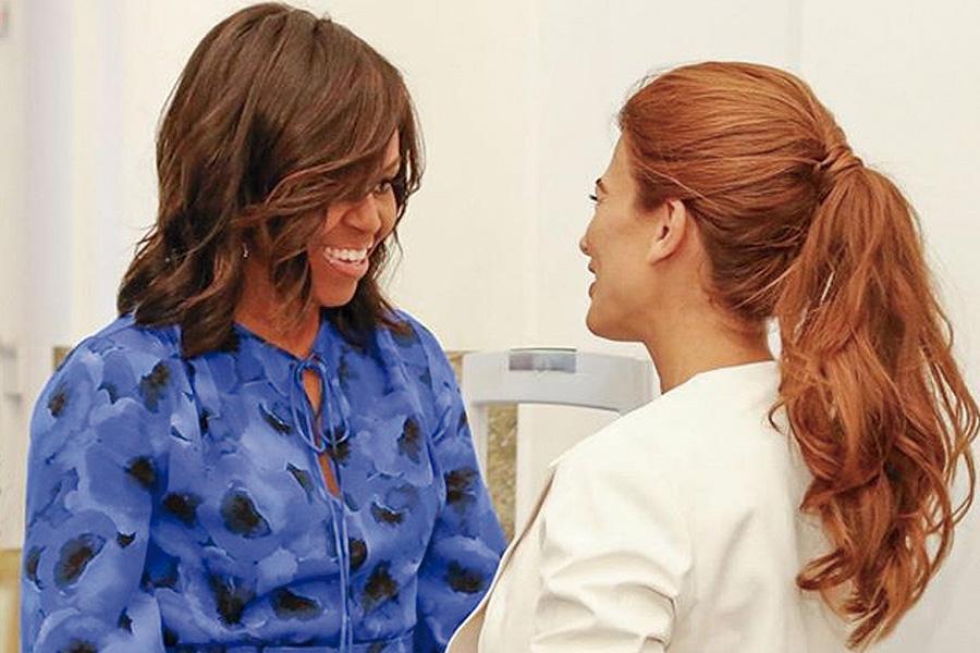 La primera dama Juliana Awada recibiendo a su par Michelle Obama esta mañana.
