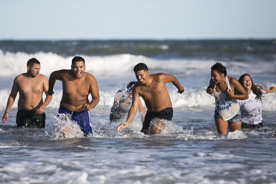 Las playas de Chapadmalal refrescaron a los jóvenes.