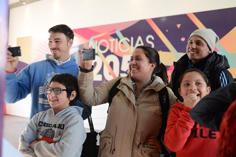 El público disfruta de la Feria de ciencia, arte y tecnología