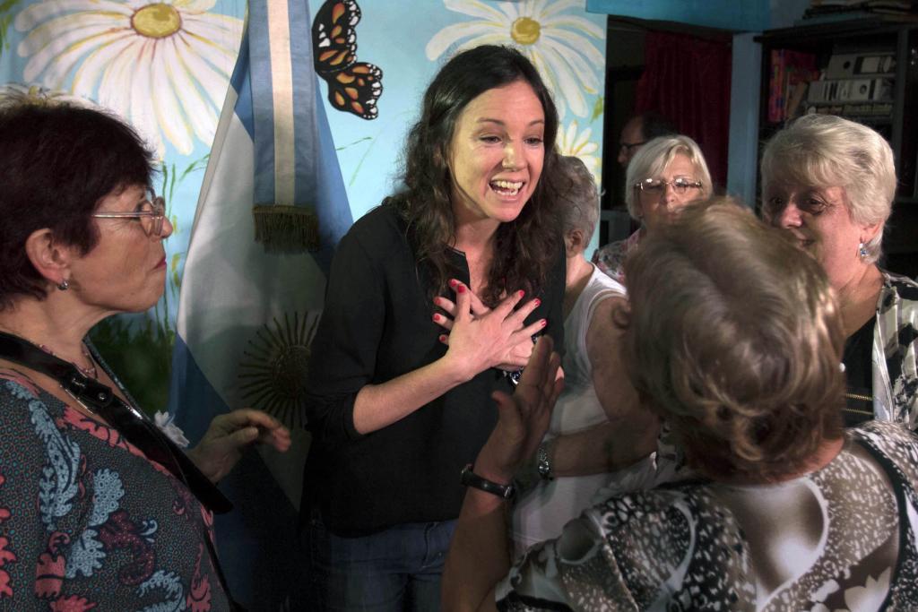 Carolina Stanley, en el Centro de Jubilados Deshojando Margaritas, donde se realizó el anuncio.