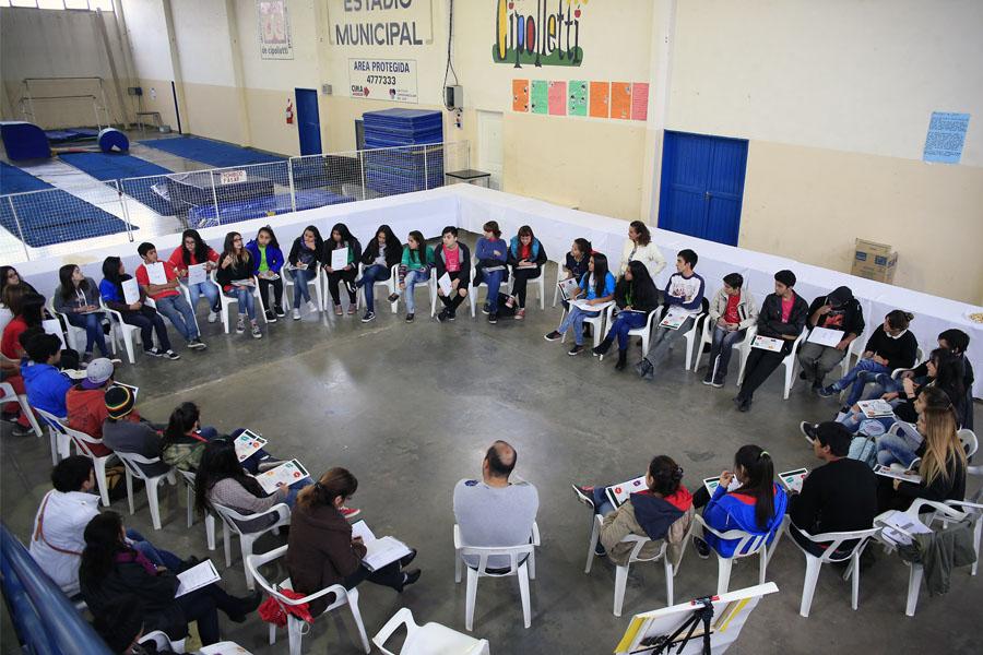El grupo de jóvenes participantes de este primer foro que tuvo lugar en la ciudad de Cipolletti.