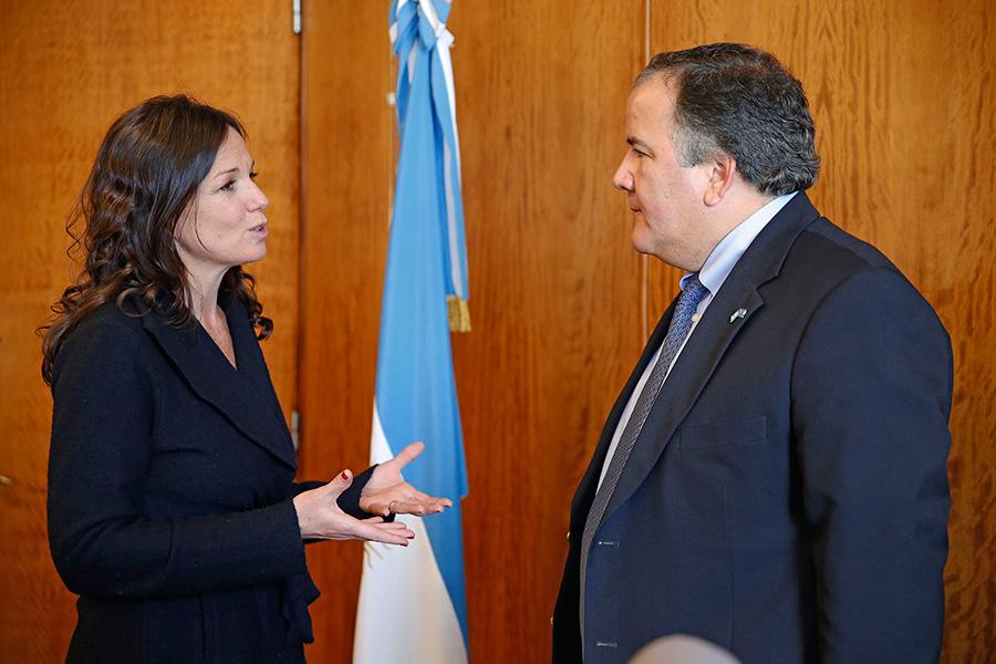 Carolina Stanley y Miguel Barreto también evaluaron cómo abordar la emergencia nutricional.