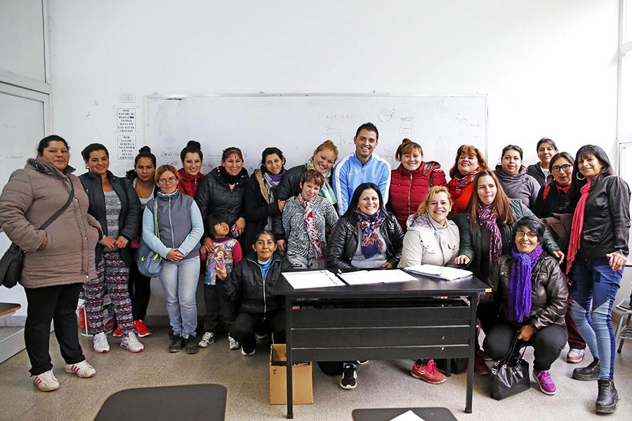 Imagen grupal de personas que participaron en la capacitación