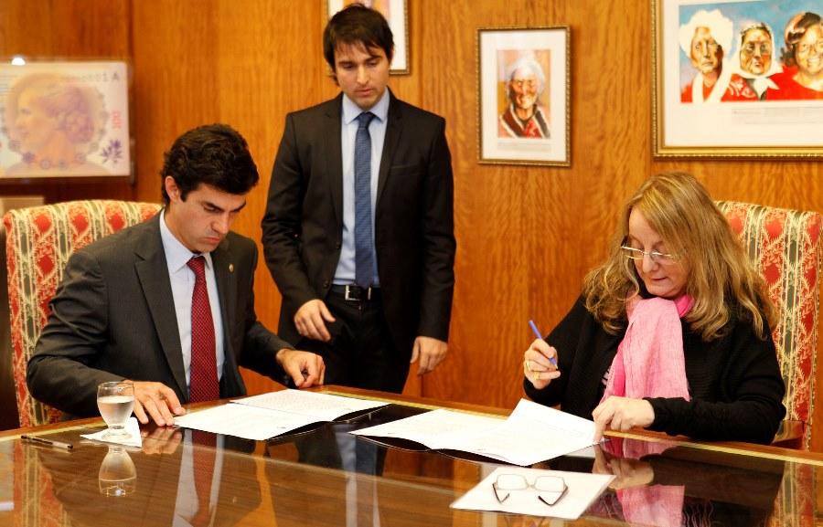 Alicia Kirchner firmó el convenio junto al gobernador de Salta, Juan Manuel Urtubey