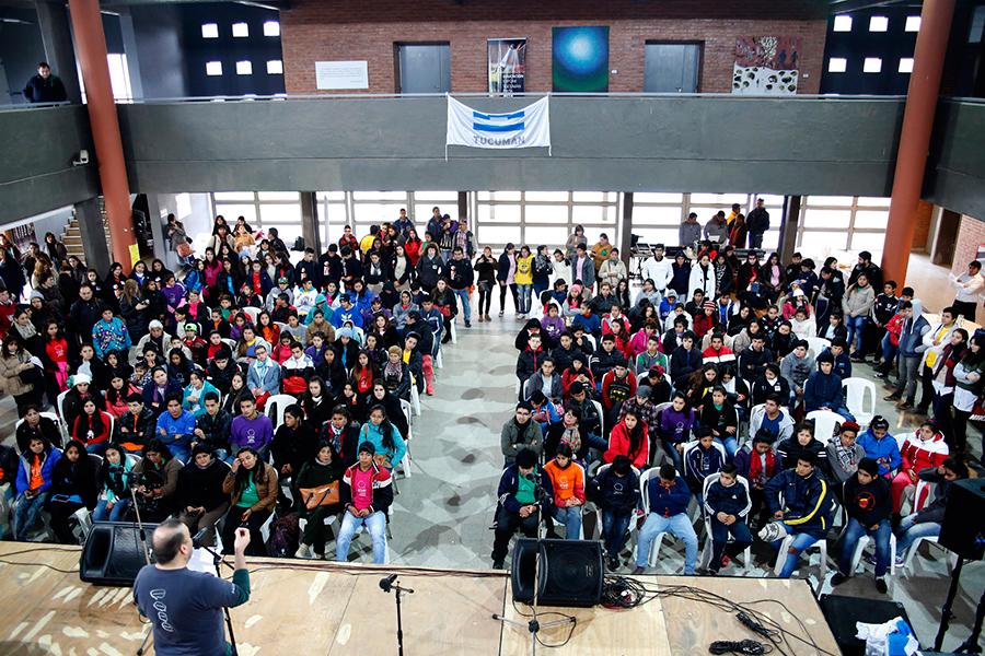 Más de 300 jóvenes asistieron a la convocatoria del foro en Tucumán.