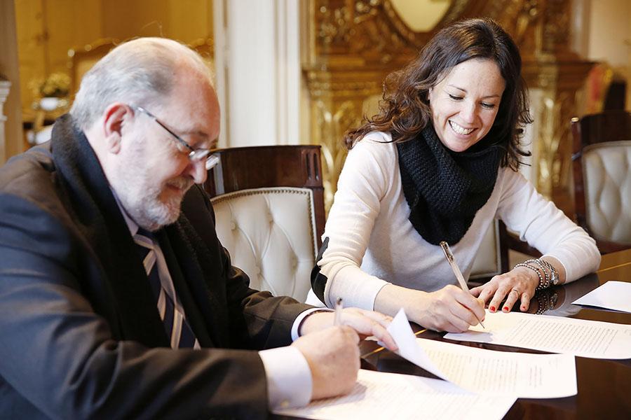 Imagen ilustrativa de la ministra Carolina Stanley junto al gobernador de La Pampa, Carlos Verna.