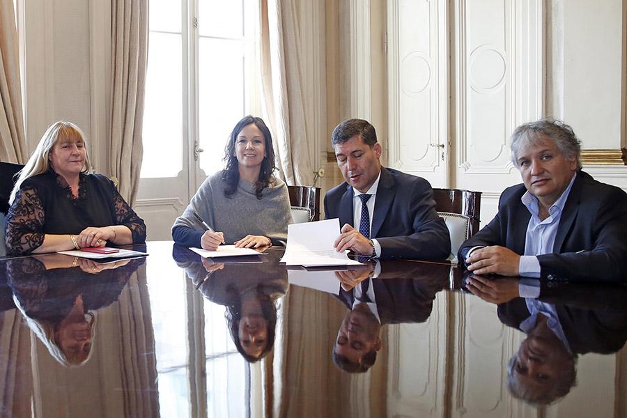 Carolina Stanley se juntó también con el gobernador de La Rioja, Sergio Casas para que la provincia se adhiera al Plan Nacional de Economía Social.