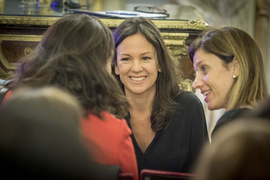 Carolina Stanley junto a otras mujeres que trabajan día a día para promover el cuidado y protección de la primera infancia.