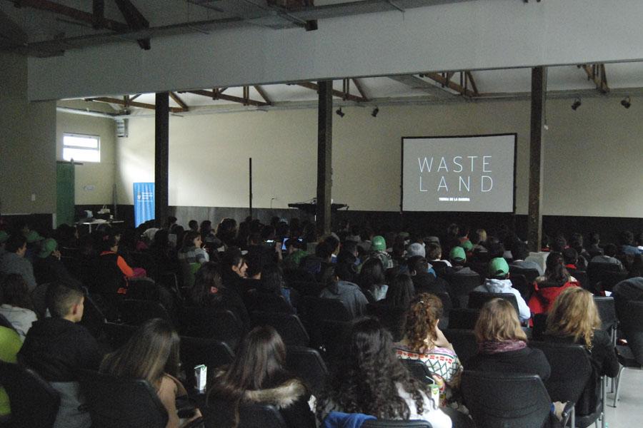 Luego de la proyección, hubo un espacio de reflexión y debate, guiado por Lucas Campodónico, referente en sustentabilidad.