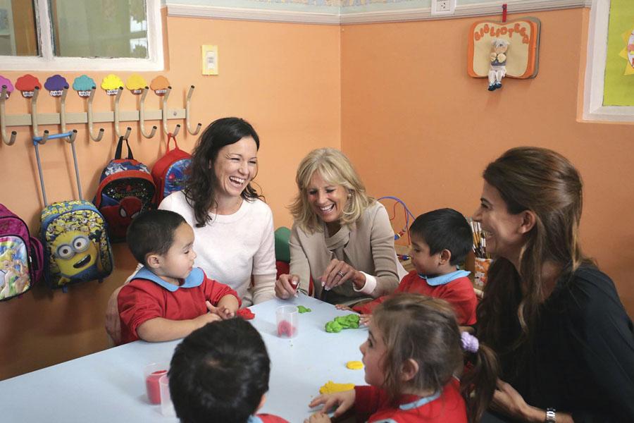 La ministra Carolina Stanley junto a Juliana Awada y Jill Biden.