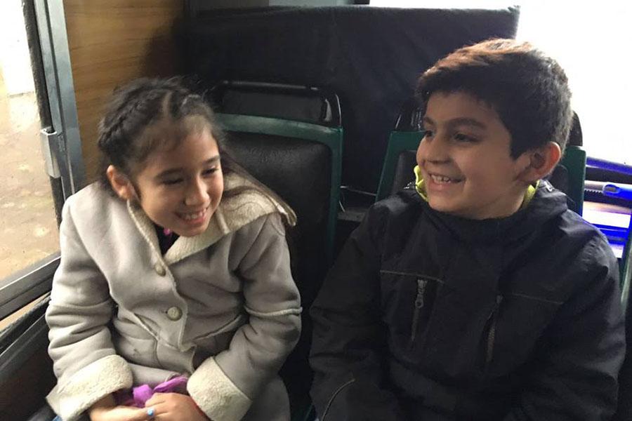 Imágenes de los niños que viajaron a ver la obra Heidi