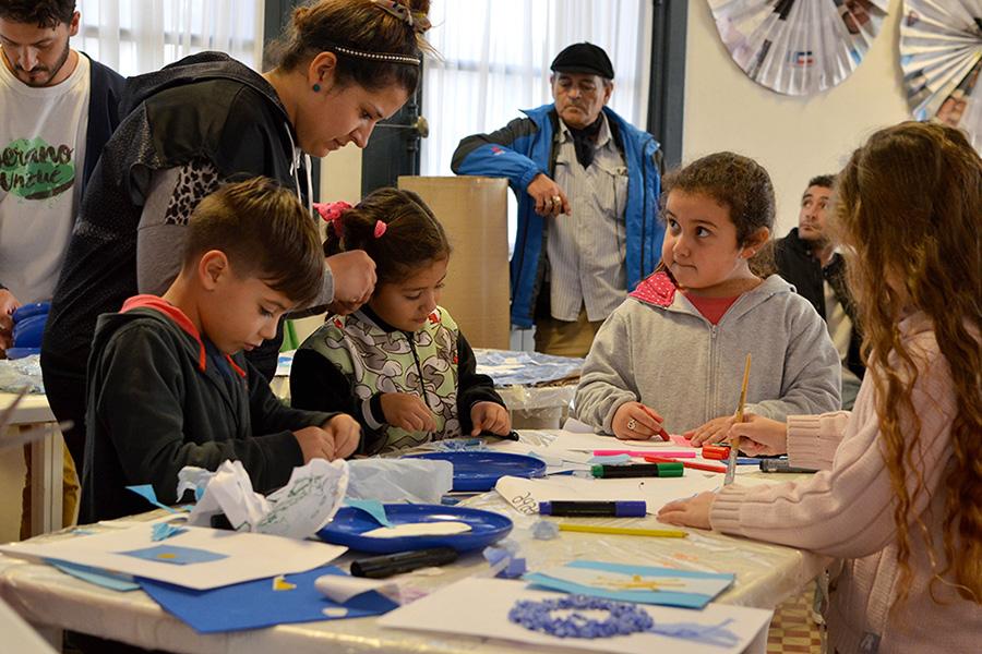 La idea de los talleres es que los chicos se expresen desarrollando la creatividad y la imaginación.