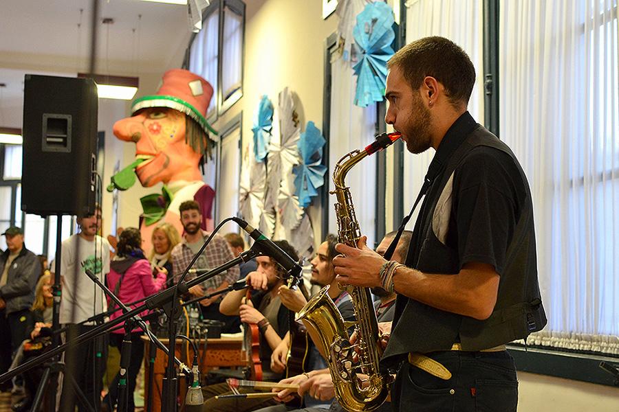 La Orquesta Ensamble Sinfónico convocó al público a que se sume a la banda con sus propios instrumentos.