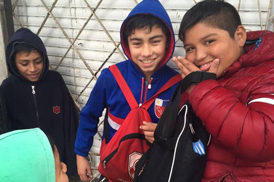 El Ministerio de Desarrollo Social organizó el traslado de los chicos.