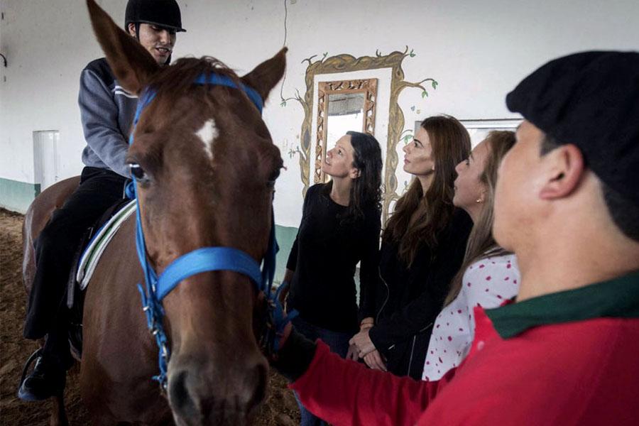 La ministra Carolina Stanley y la primera dama, Juliana Awada, recorrieron ayer la Fundación San Jorge, en Chaco.