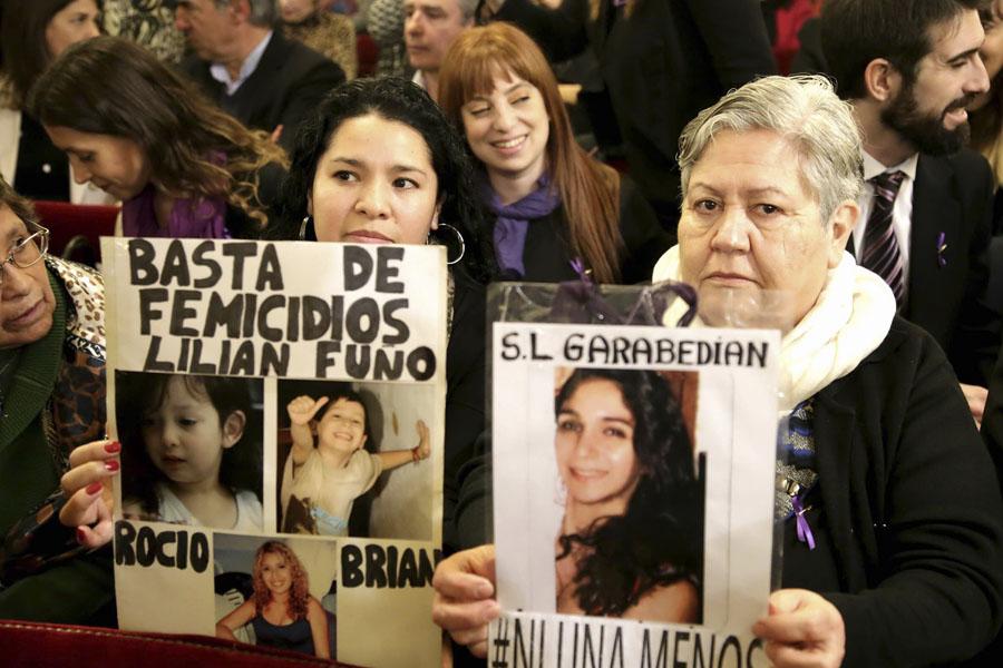 Familiares de víctimas de femicidios presenciaron hoy en Casa Rosada el lanzamiento del Plan Integral de acción.