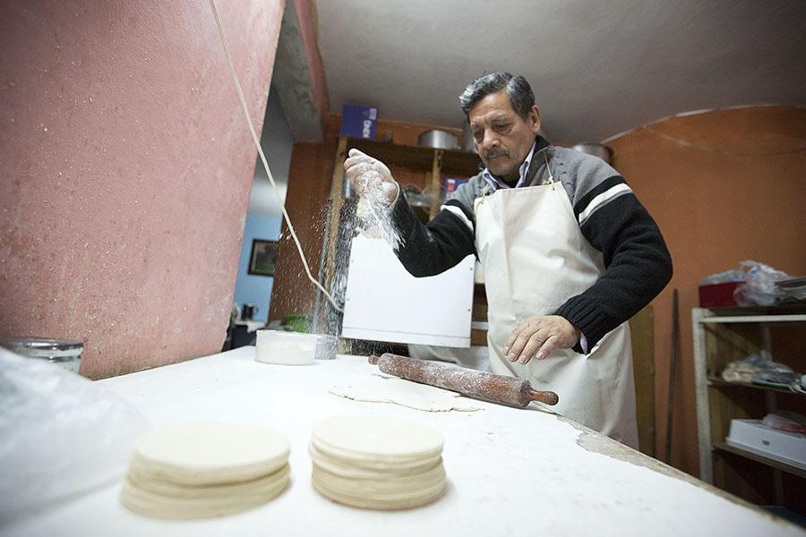 Imagen ilustrativa de Ricardo Rojo haciendo tapa para empanadas.