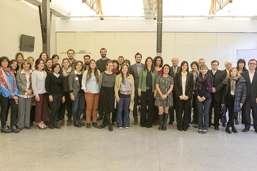 Los representantes de las ONG que participaron del encuentro junto con la ministra Carolina Stanley.
