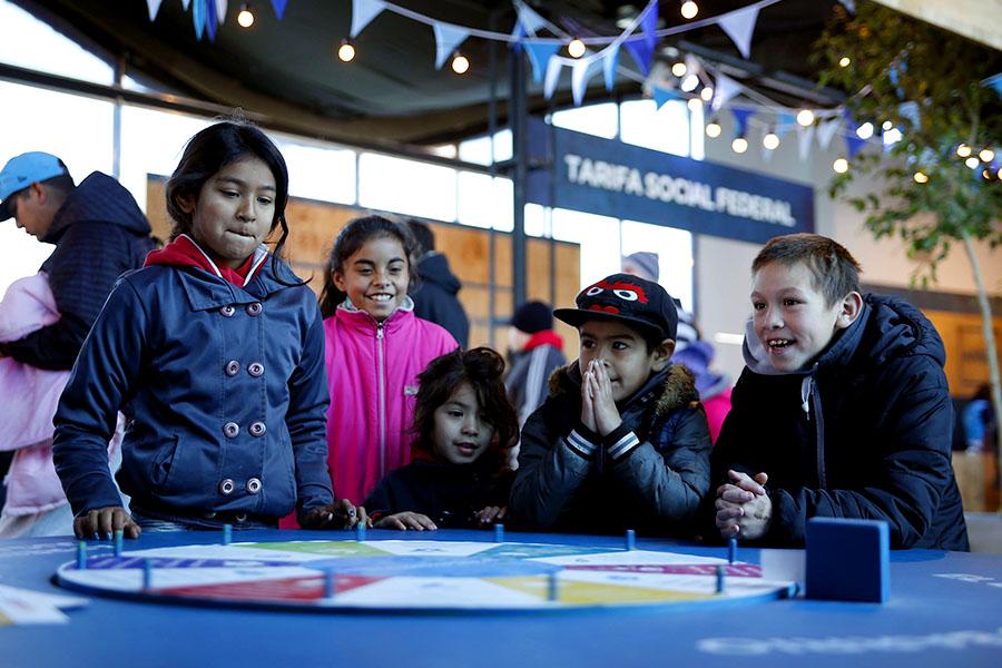 Niños jugando en el espacio de Desarrollo Social de Tecnópolis