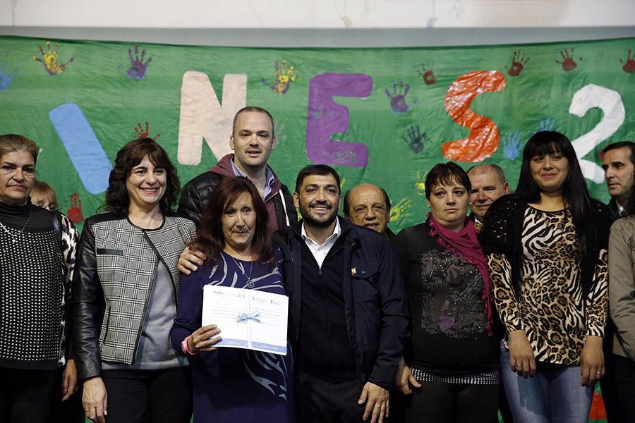 entrega de diplomas a cooperativistas del plan ellas hacen y otros estudiantes del plan fines en Berazategui, Provincia de Bs. As.
