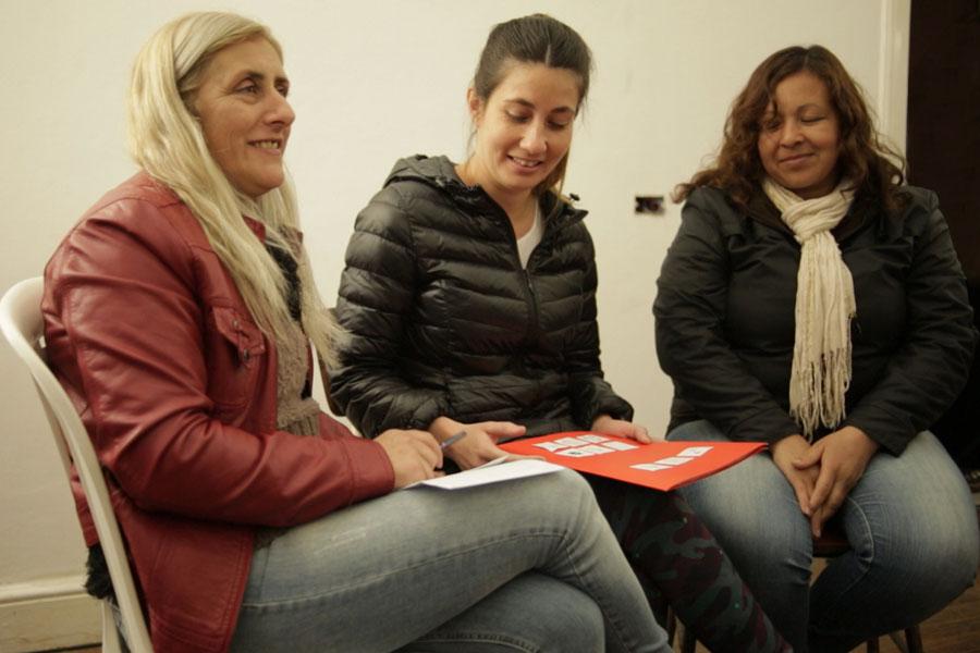 Imagen de las mujeres de Ellas Hacen que se capacitan como alfabetizadoras