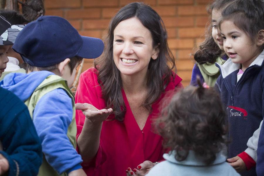 La ministra Carolina Stanley junto a los chicos del Centro de Actividades Infantiles.