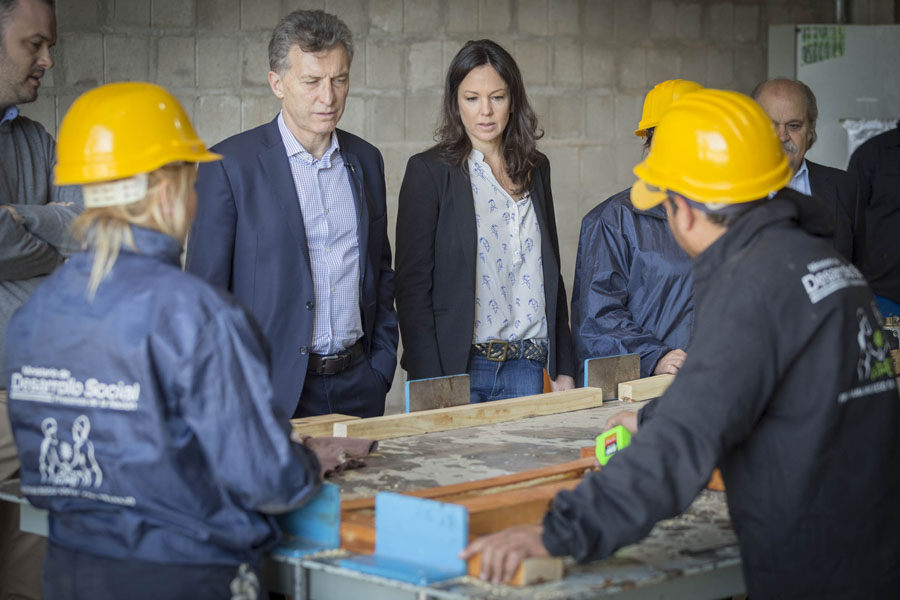 El Presidente Mauricio Macri y la ministra Carolina Stanley durante la recorrida del Polo Productivo de Ezeiza.