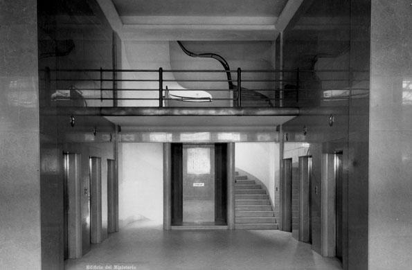 Hall principal del edificio, al momento de su inauguración (1936).