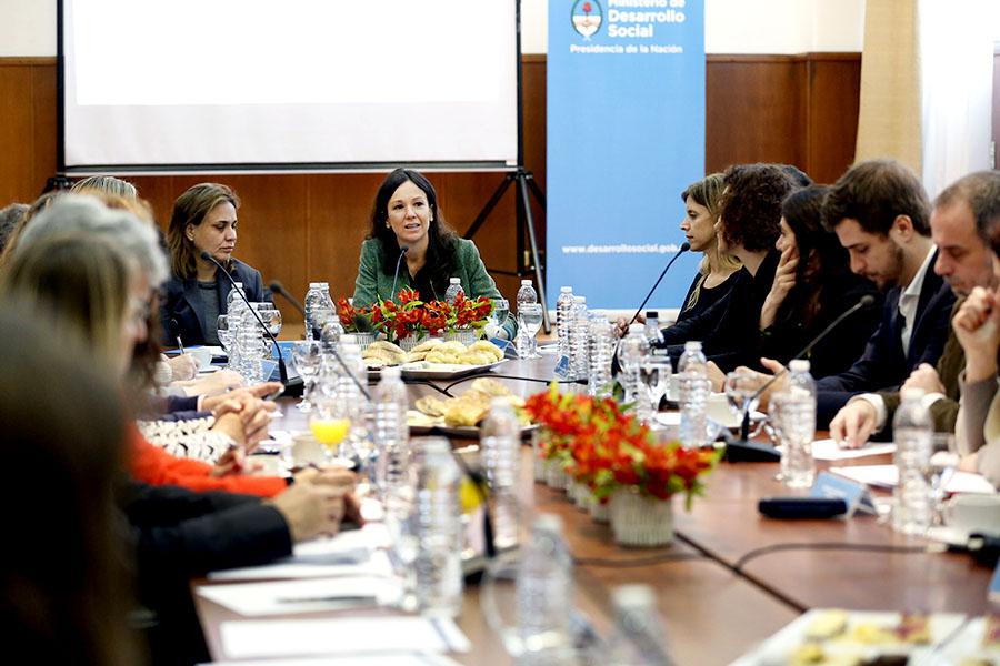 El encuentro reunió a representantes de los distintos ministerios y organismos del Estado para abordar políticas de prevención de embarazo adolescente.