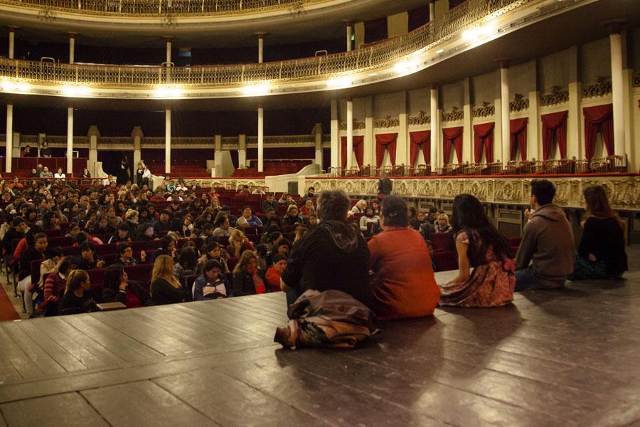 La obra tuvo lugar en el teatro municipal Coliseo Podestá de La Plata.