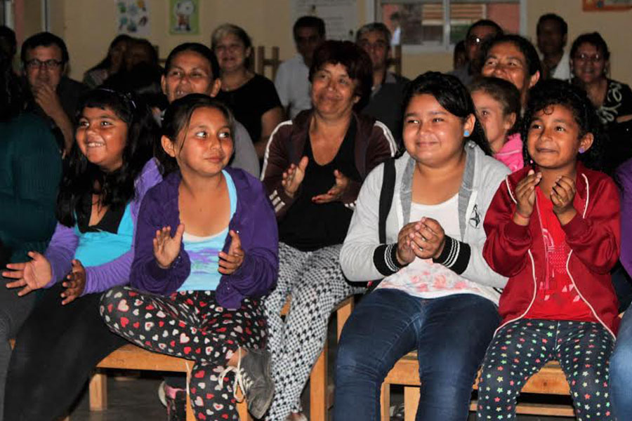 Fotografía ilustrativa de chicas riéndose.