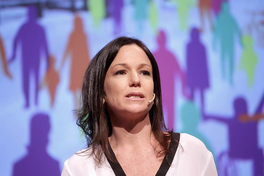 Imagen ilustrativa de Carolina Stanley participando del Coloquio de IDEA.