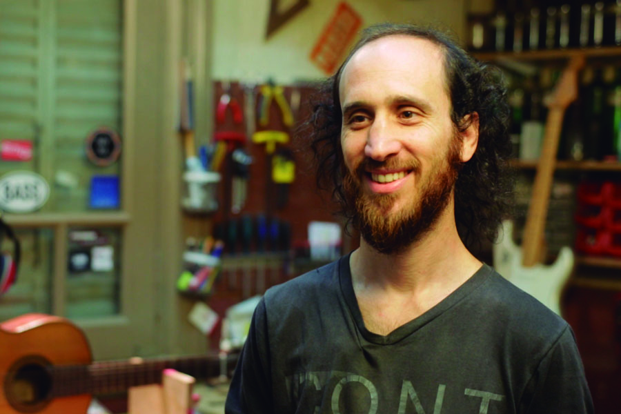 Hernán Venturini en su taller del barrio de Caballito.